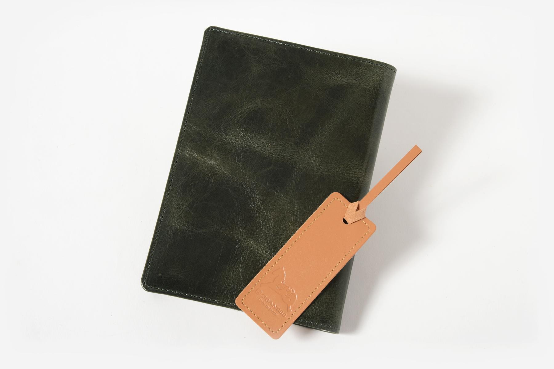 本革製ブックカバー・古城のディープフォレストを記念品として使用した例