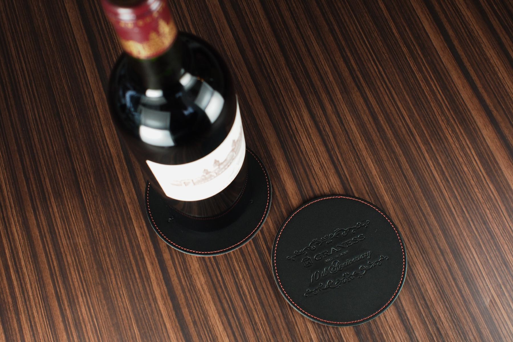 創立10周年記念品にレザーコースター2枚セット・円形を使用した例