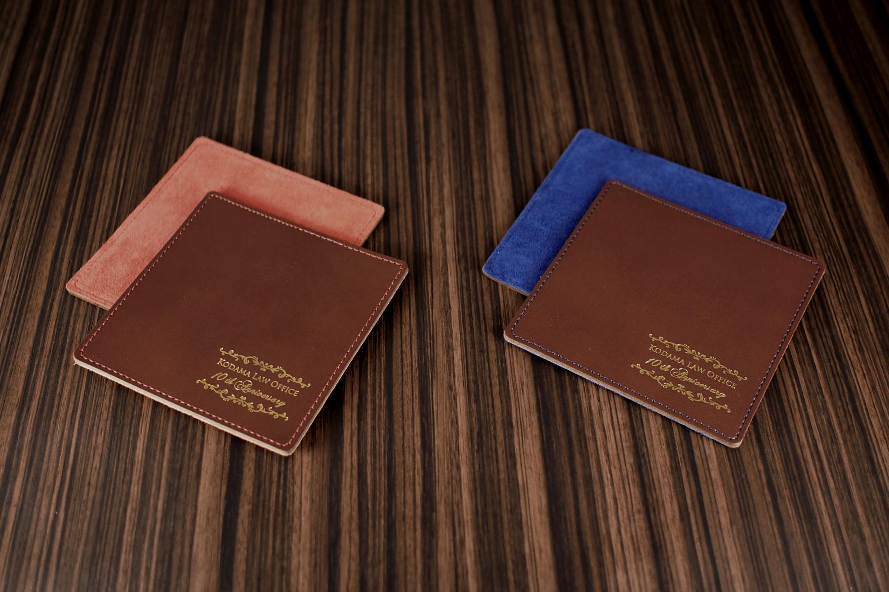 レザーコースター1枚を製品発売記念品として使用した例