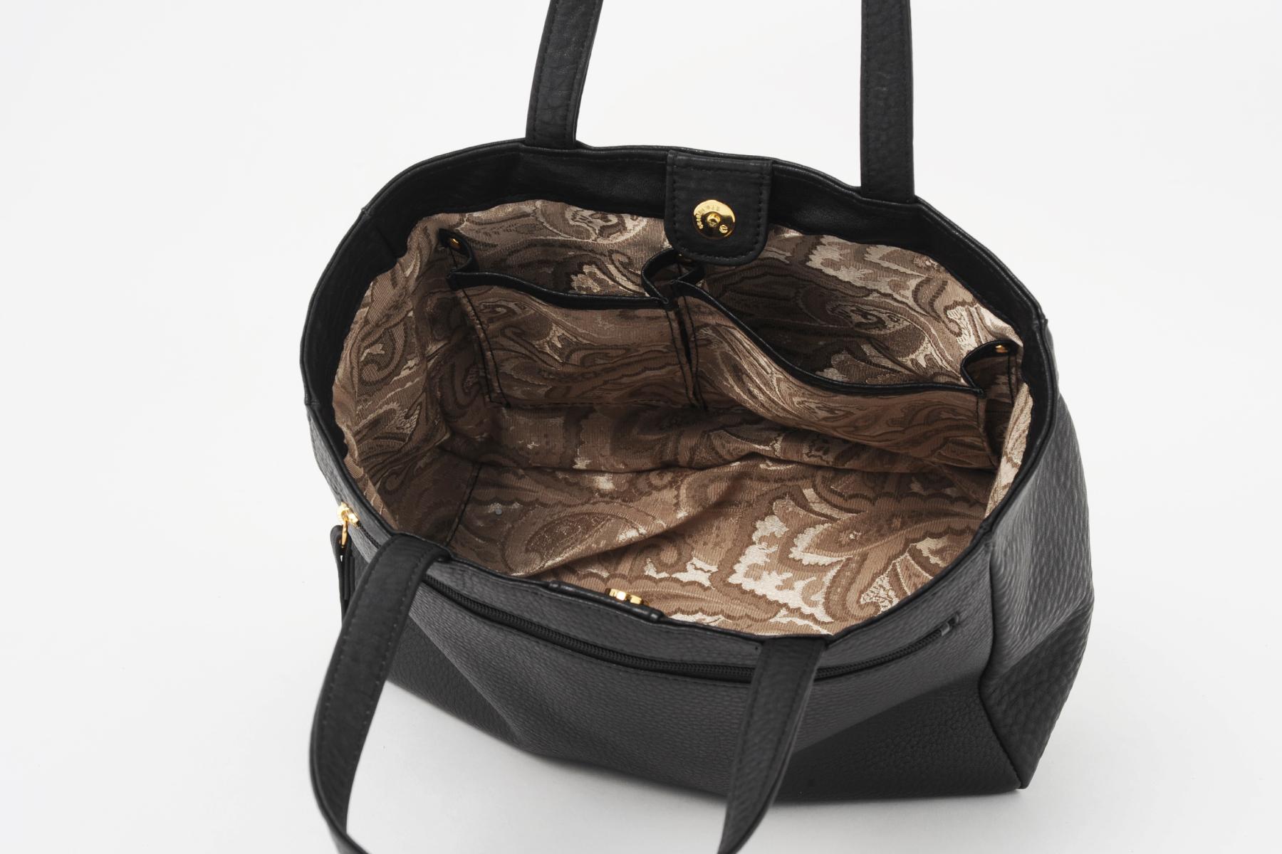 本革製バッグ・ドレープトートの便利なポケット
