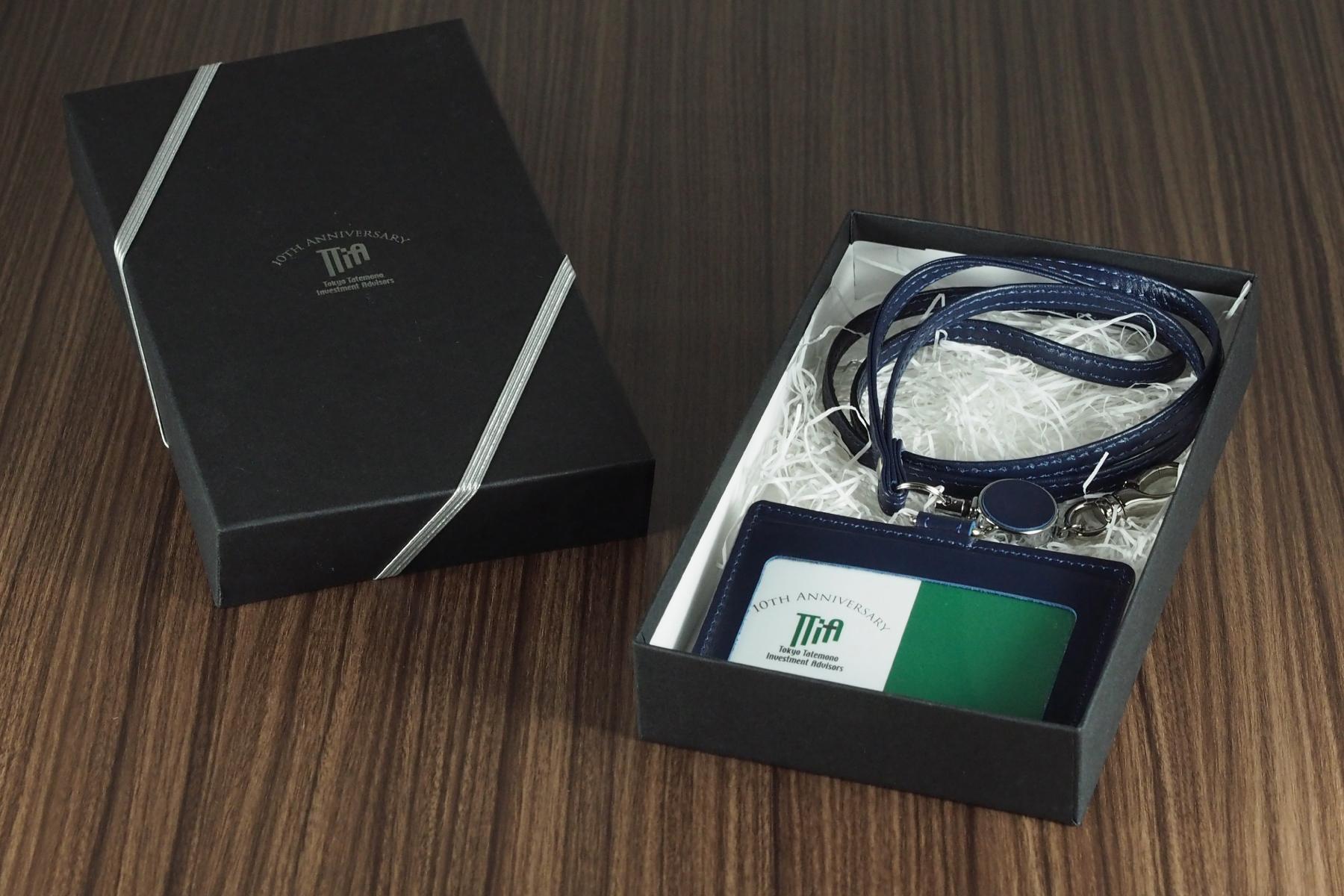本革製IDケースを記念品用にパッキン包装した写真