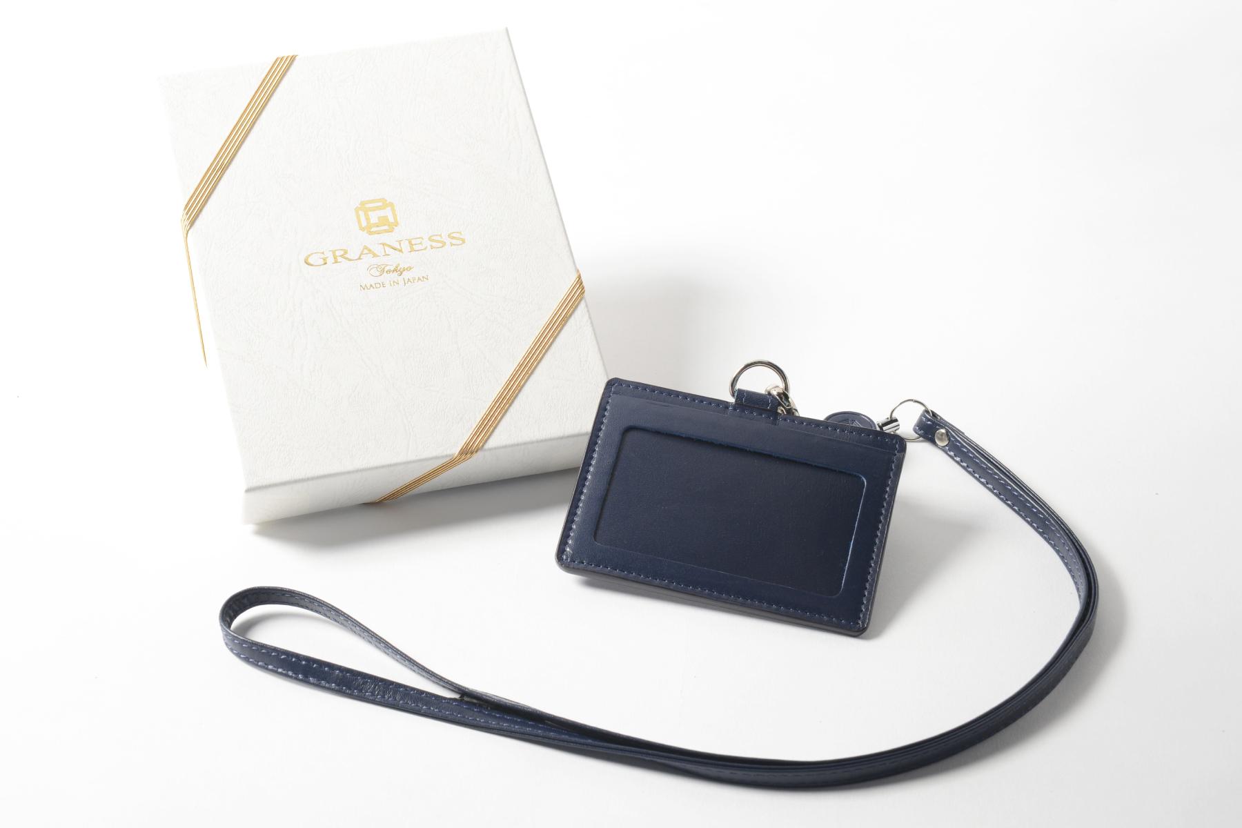 本革製IDケースと記念品用の名入れ化粧箱