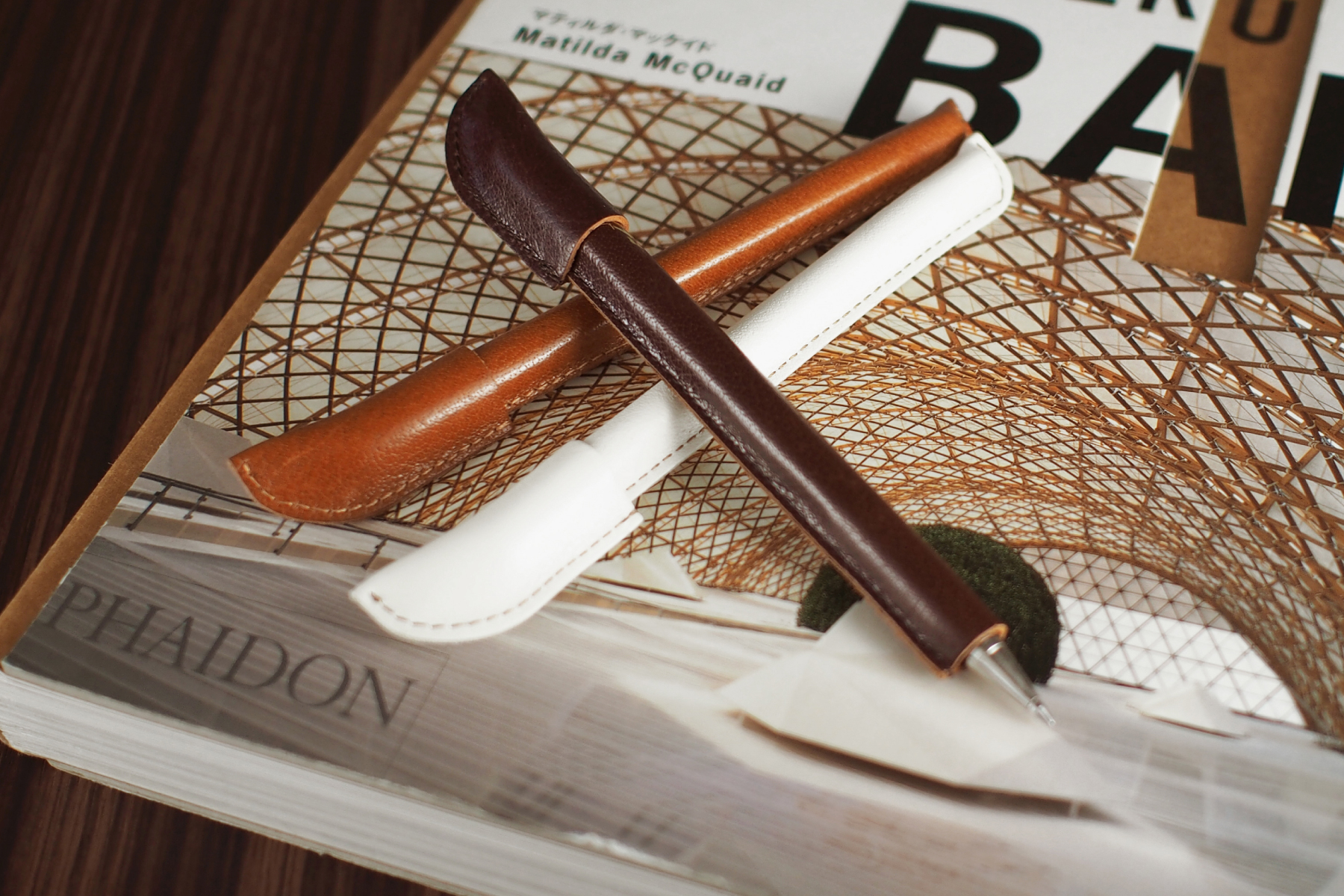 記念品として人気の革巻きボールペン