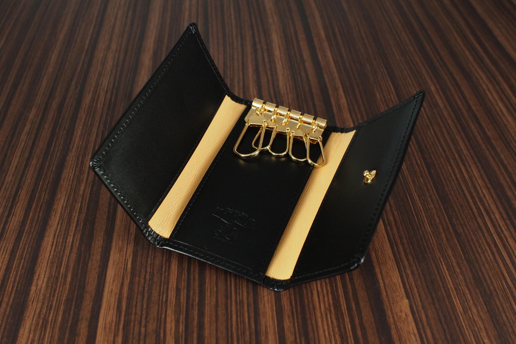 本革製キーケースを創立30周年記念品として使用した例