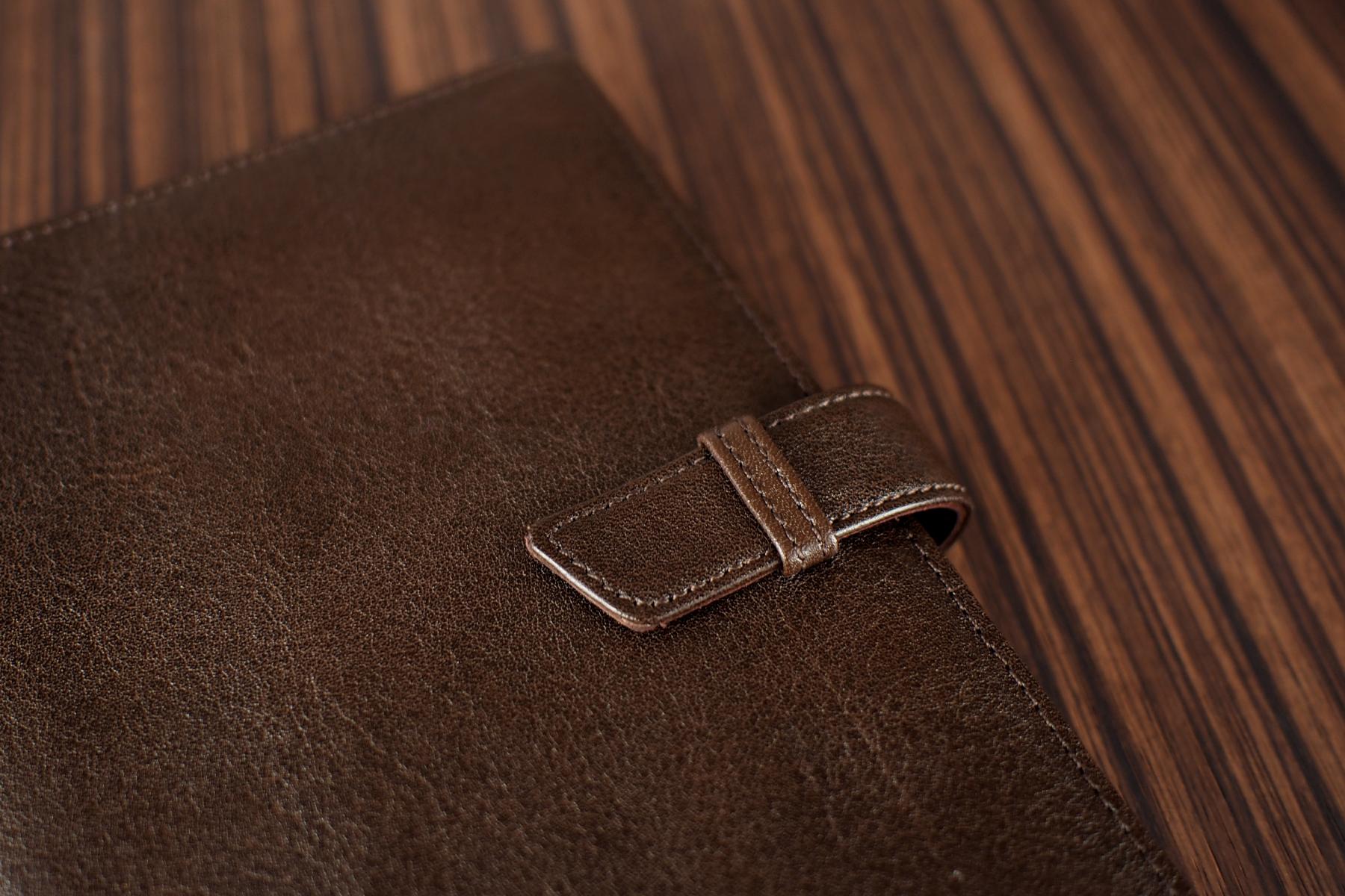 ベルト付き手帳カバー