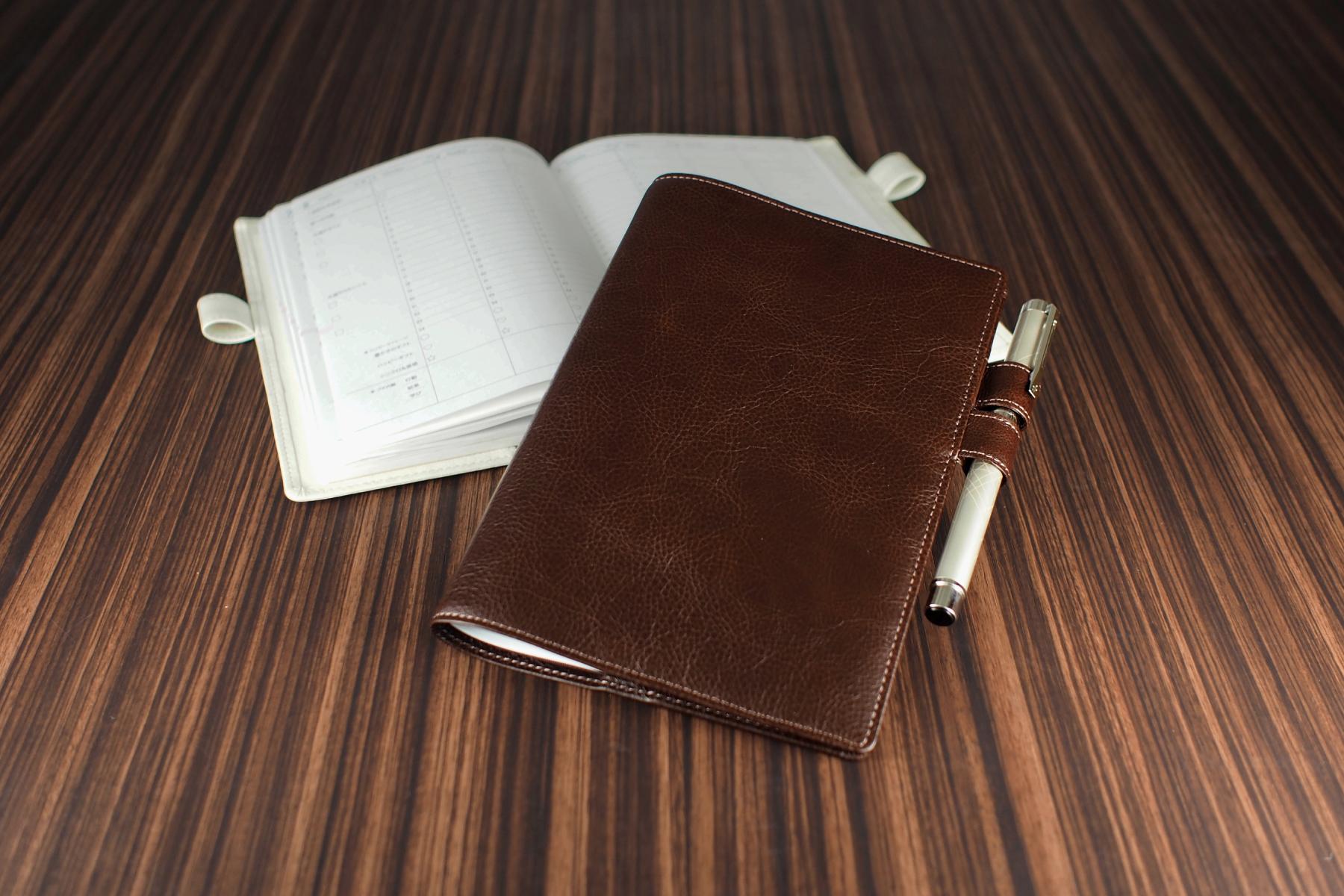 記念品に人気のB6サイズ手帳カバー・バタフライストッパー付き
