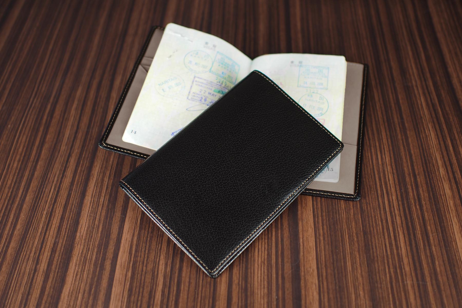 本革製パスポートケース・ツートンを使用したイメージ