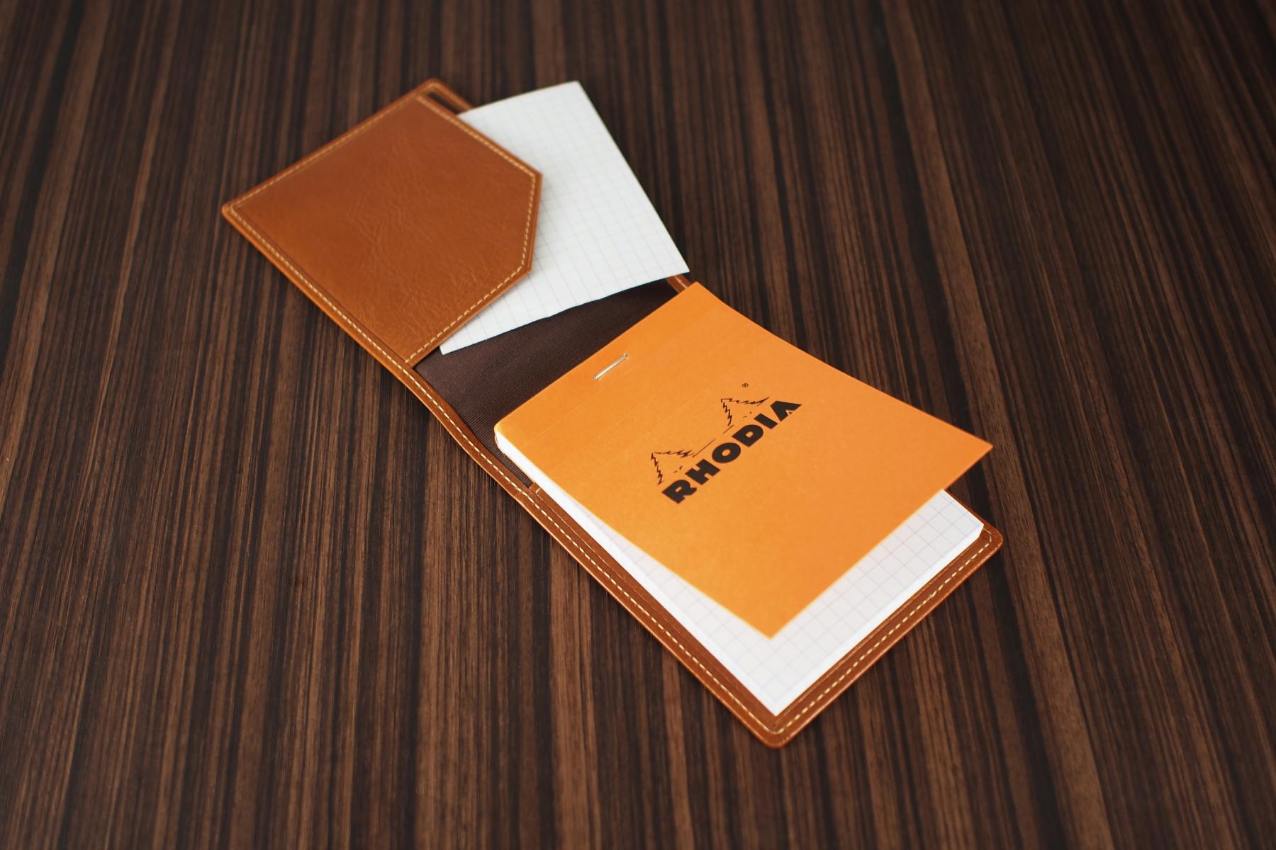 ロディア革製メモカバー・アンティークへメモを挟み込んだ写真