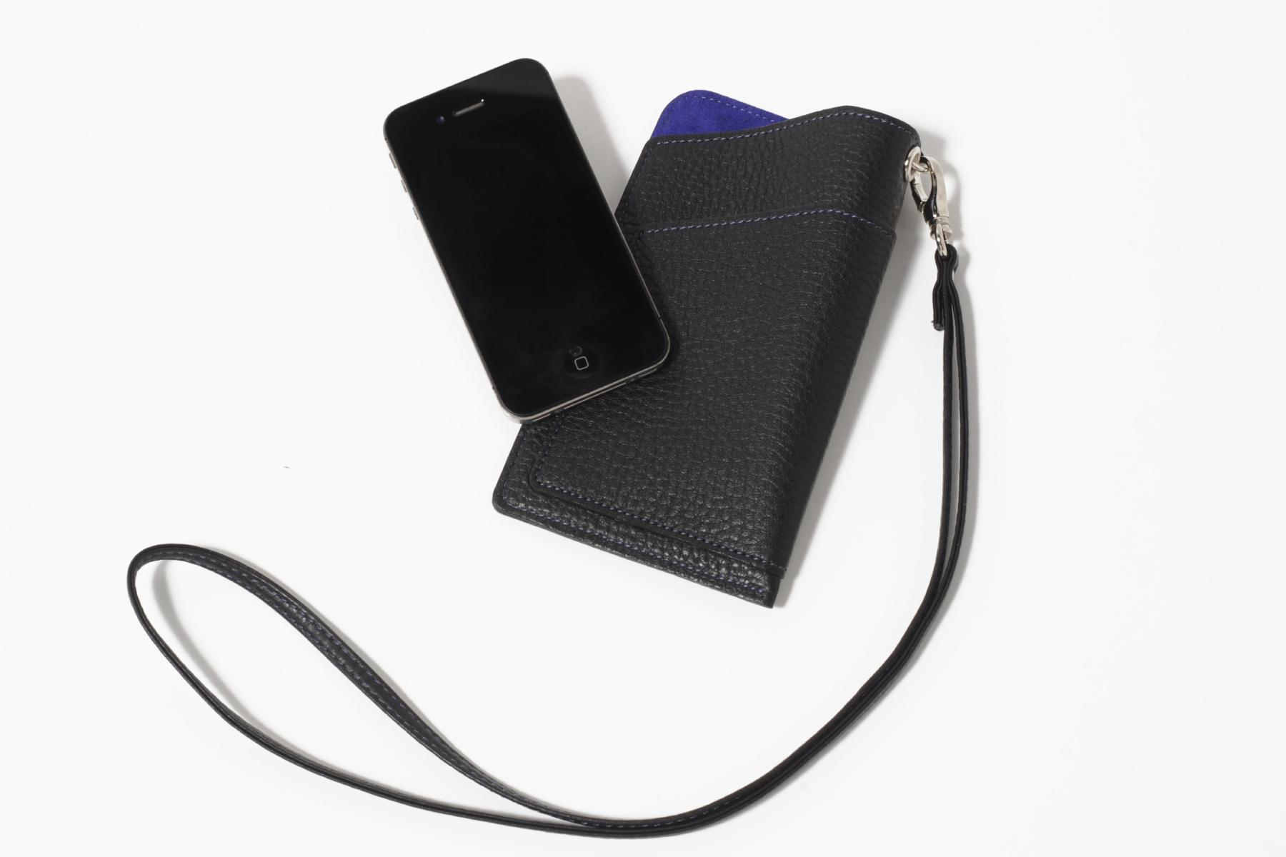 多機能スマホケースのブラックとスマートフォン