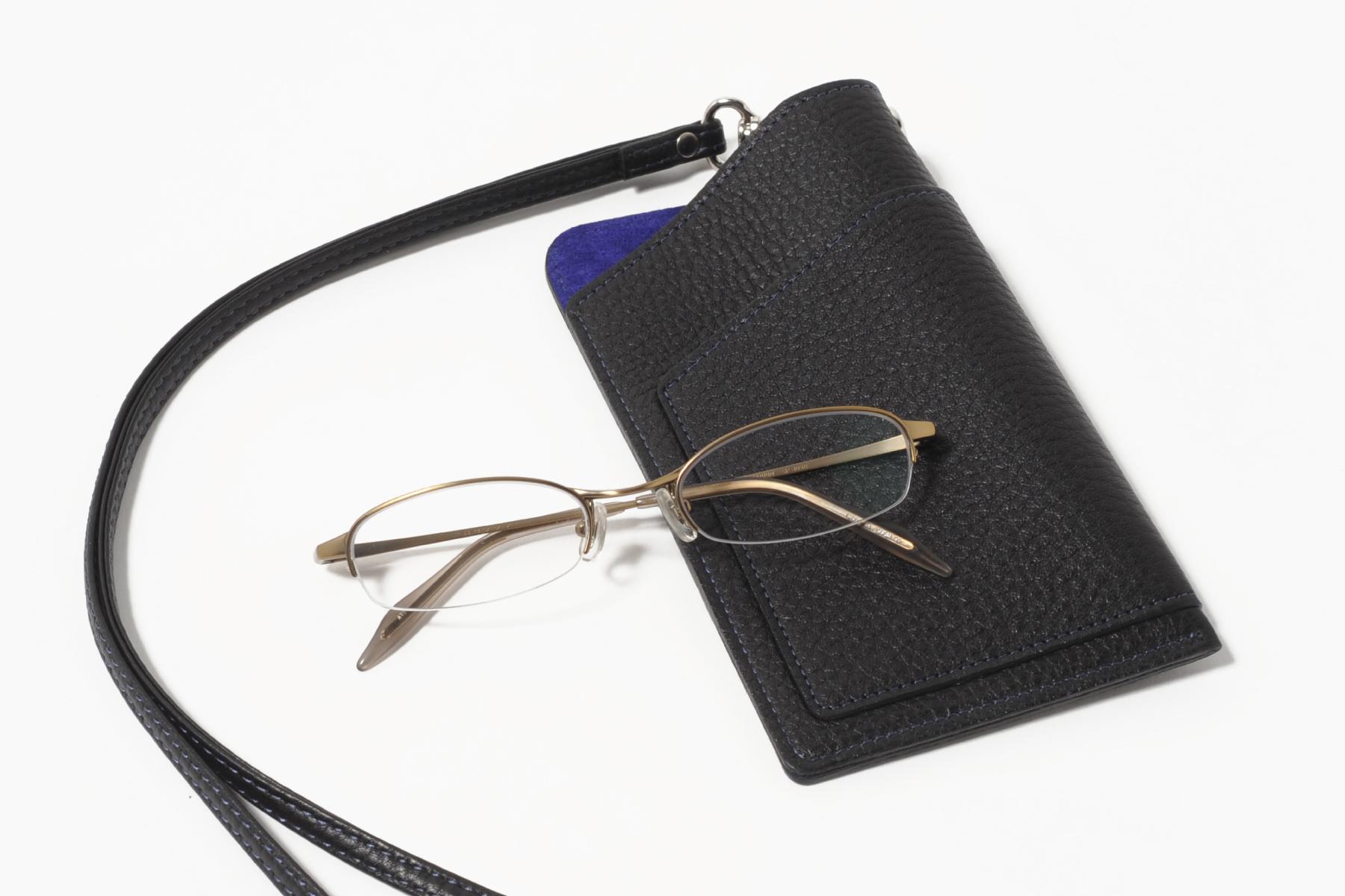 メガネケースとしても使用可能な多機能スマホケース