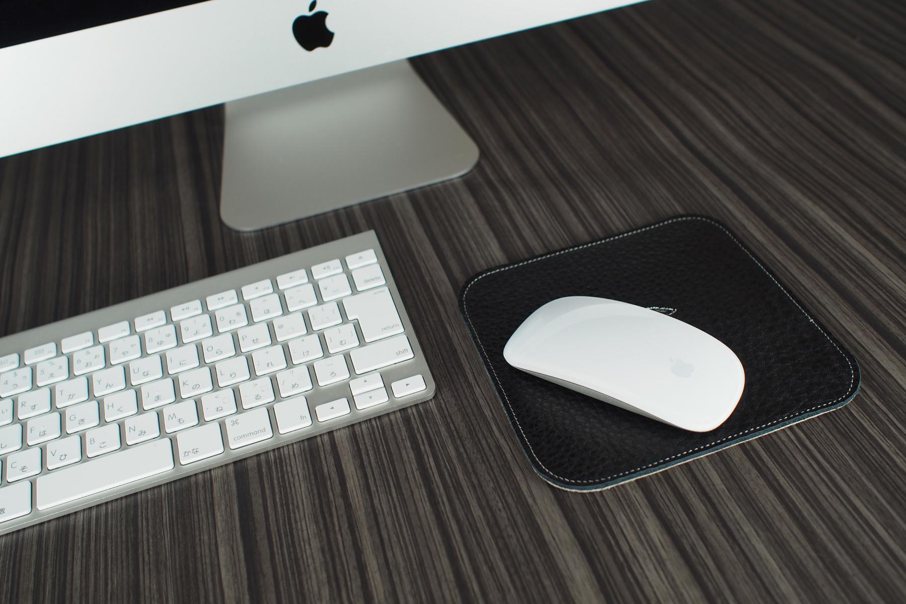 レザースマホマットをマウスパッドとして使用した例