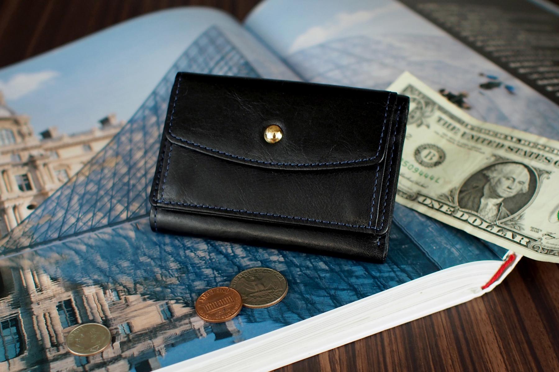 記念品として人気の三つ折り旅財布
