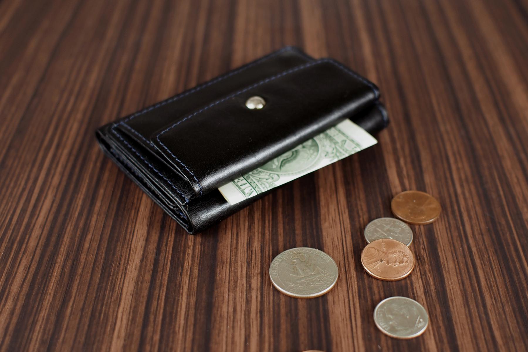 三つ折り旅財布を使用したイメージ