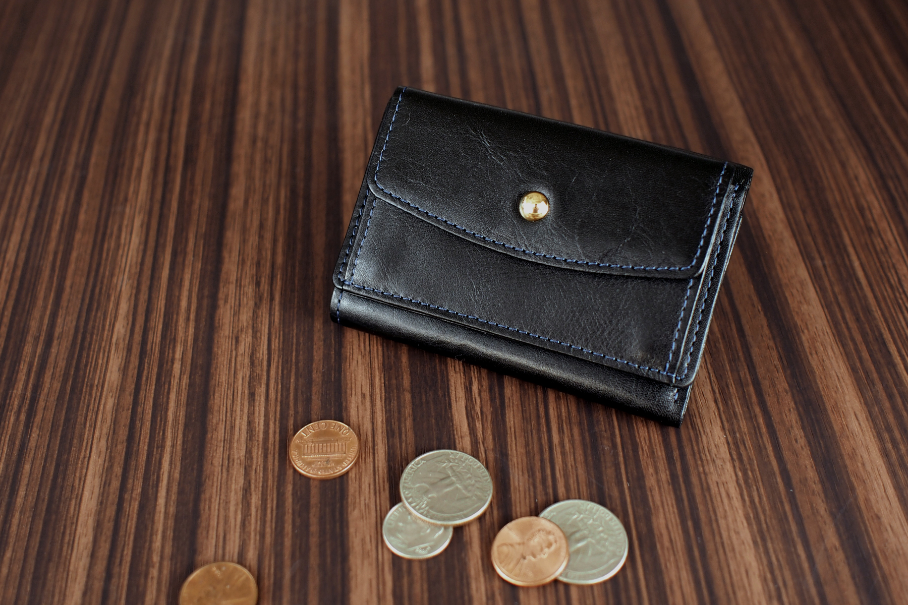 三つ折り旅財布のブラック