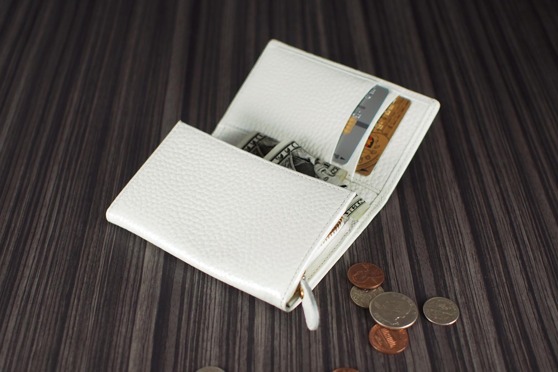 本革ミニ財布を使用したイメージ